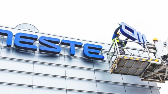 Neste changed its name from Neste Oil to Neste in 2015. A crane was used to remove the word oil from the company headquarters.