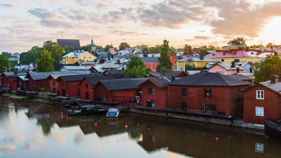 Image:VisitPorvoo. Text: Porvoo is the first city in Finland to start using Neste MY Renewable Diesel in all of its diesel-fueled vehicles.
