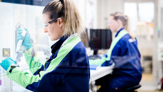 At Neste, our approach to innovation is a combination of the world's needs and our capabilities. It takes both curiosity and determination to tackle the challenges of raw materials, process and emissions.